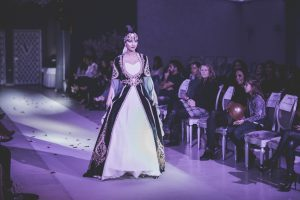 fashion show Abendjkleider 4-min
